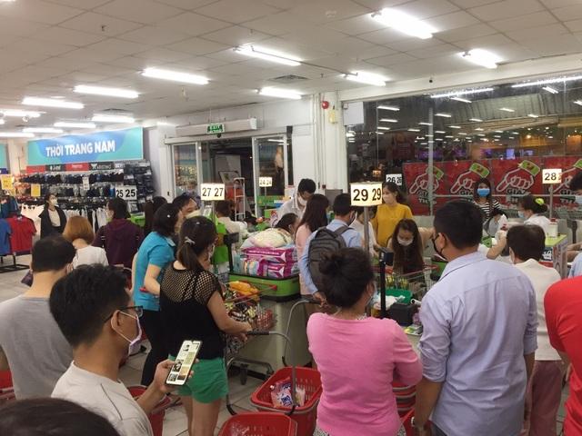 """TPHCM: Chợ, siêu thị vẫn hoạt động bình thường sau """"giờ G"""" - 1"""