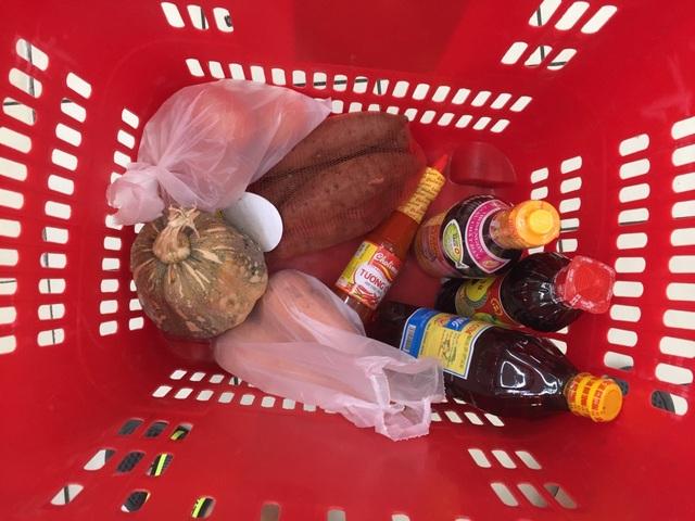 """TPHCM: Chợ, siêu thị vẫn hoạt động bình thường sau """"giờ G"""" - 4"""