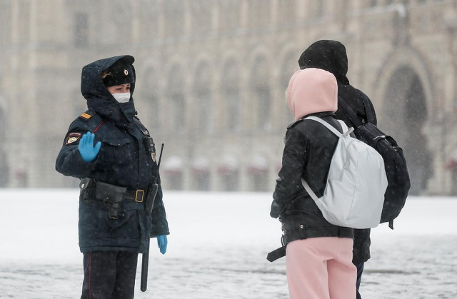 Số ca Covid-19 ở Nga tăng kỷ lục trong 24 giờ lên hơn 2.300 - 1