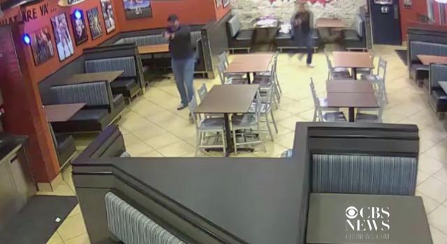 Đen đủi tên cướp nhà hàng gặp đúng vợ chồng cảnh sát đến ăn - 2