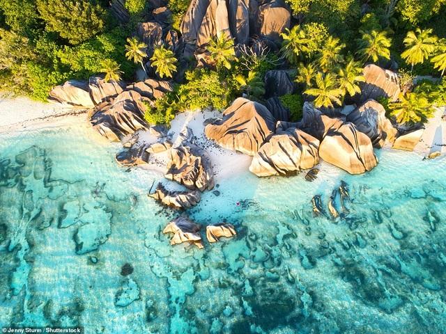 Báo tây tiết lộ những bãi biển hấp dẫn nhất thế giới - 1