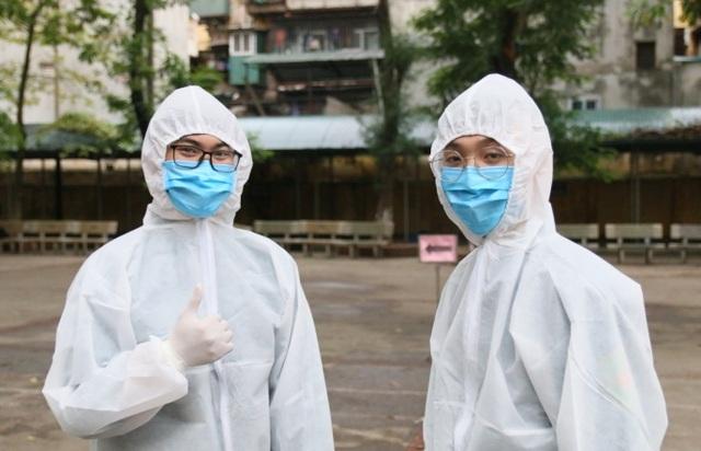 Nhiều người dân xếp hàng xét nghiệm nhanh Covid-19 trong 10 phút ở Hà Nội - 3