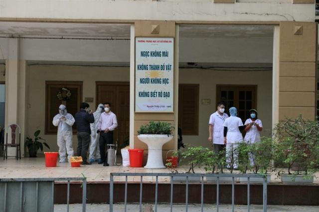 Nhiều người dân xếp hàng xét nghiệm nhanh Covid-19 trong 10 phút ở Hà Nội - 6