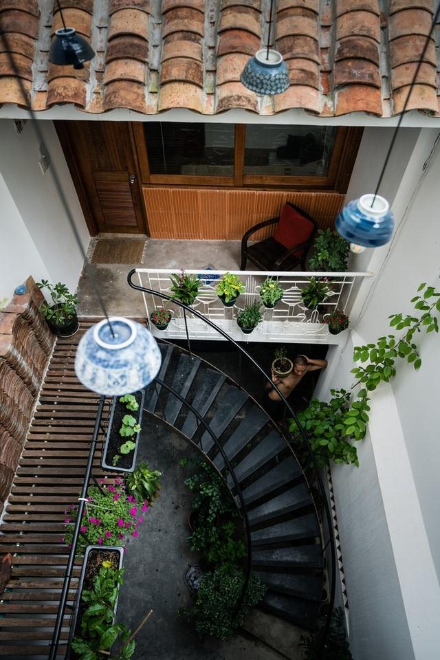 Ngôi nhà phố màu trắng, nổi bật trong hẻm nhỏ ở Sài Gòn - 13