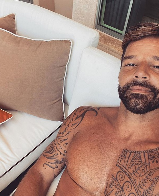 Ricky Martin khoe thân hình cơ bắp - 10