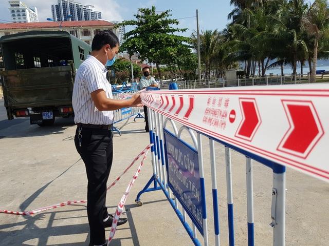 Khánh Hòa: Bãi biển vắng tanh trong ngày đầu cách ly xã hội - 5
