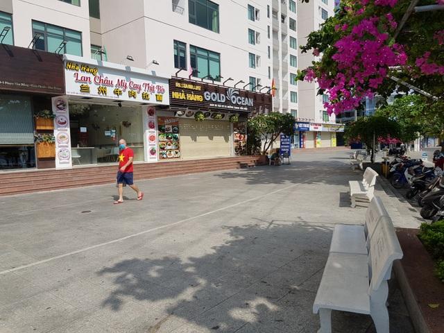 Khánh Hòa: Bãi biển vắng tanh trong ngày đầu cách ly xã hội - 11