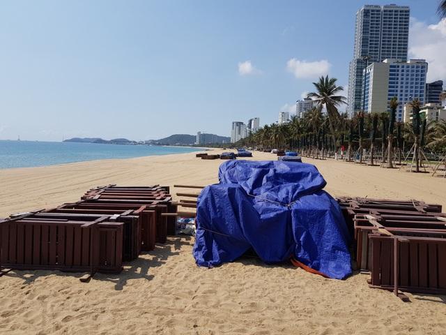Khánh Hòa: Bãi biển vắng tanh trong ngày đầu cách ly xã hội - 8