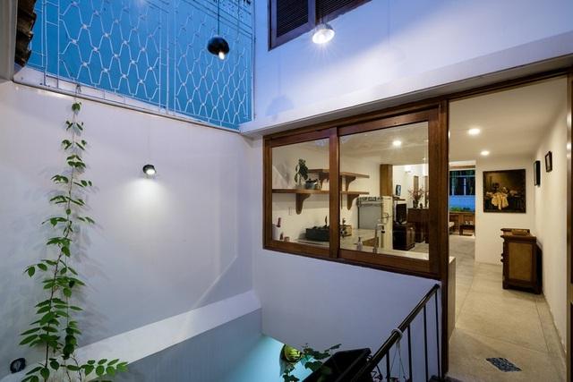 Ngôi nhà phố màu trắng, nổi bật trong hẻm nhỏ ở Sài Gòn - 7