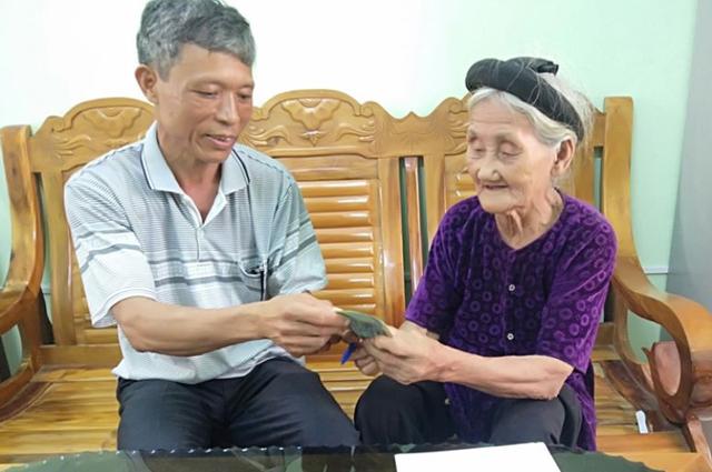 Những người mẹ trăm tuổi gây sốt bằng tinh thần đi đầu chống dịch - 5