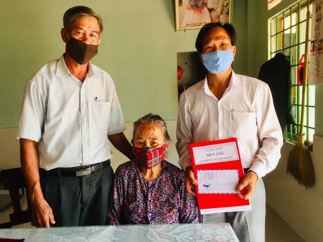 Những người mẹ trăm tuổi gây sốt bằng tinh thần đi đầu chống dịch - 8