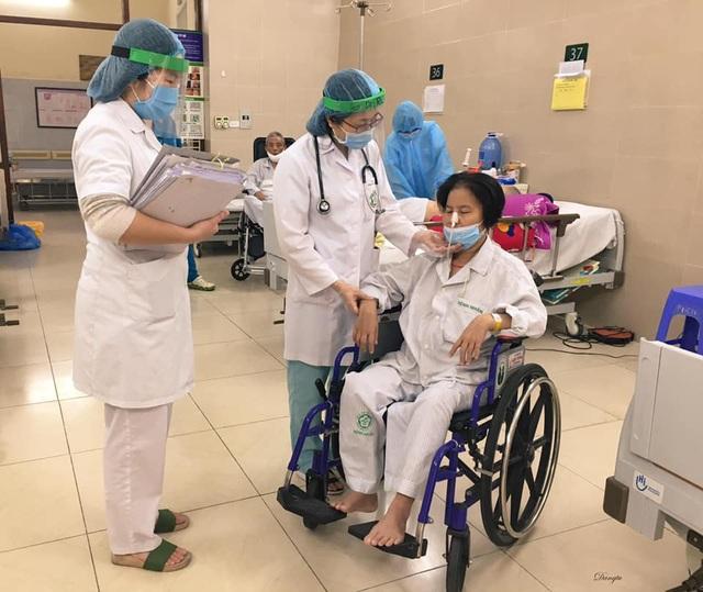 Những hình ảnh cảm động trong bệnh viện giữa tâm dịch Covid-19 - 9