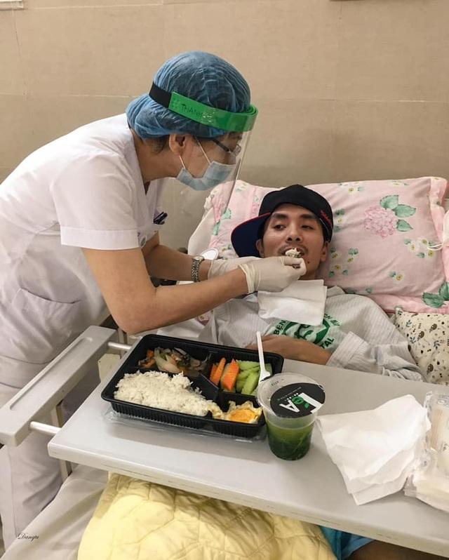 Những hình ảnh cảm động trong bệnh viện giữa tâm dịch Covid-19 - 6
