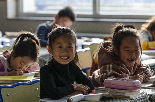 Hàng triệu học sinh Trung Quốc trở lại trường học - 1