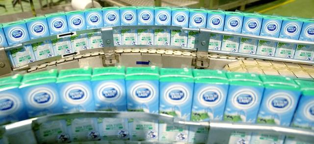 Cô gái Hà Lan mang sữa yêu thương, chung tay chia sẻ với người tiêu dùng vượt Covid - 19 - 2
