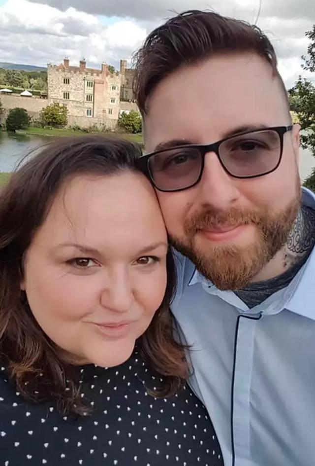 Ly hôn với chồng ngoài đời để kết hôn với chồng trong game - 2