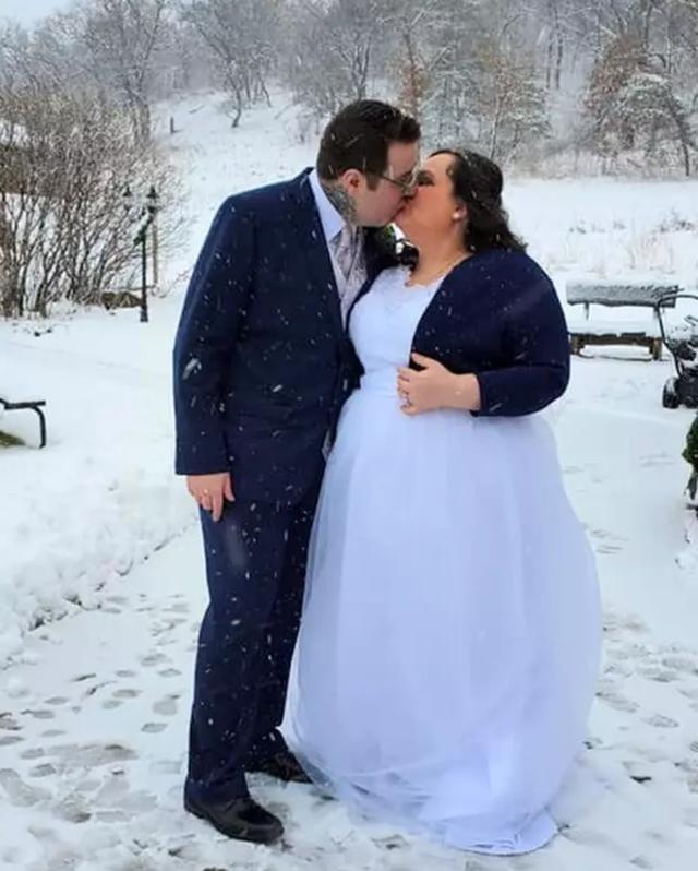 Ly hôn với chồng ngoài đời để kết hôn với chồng trong game - 3