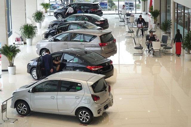 Thuế giảm, xe ế: Giá ô tô sẽ còn rẻ nữa? - 1