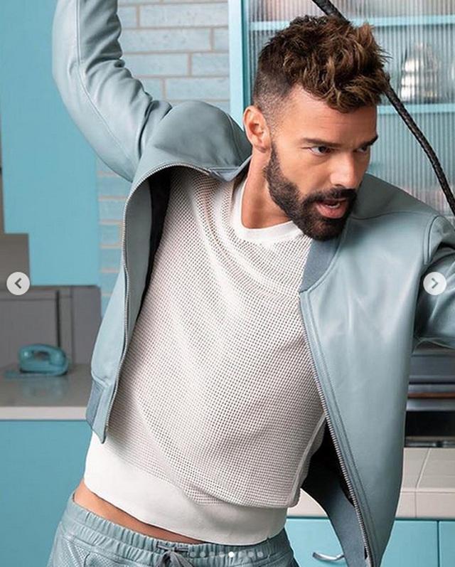 Ricky Martin khoe thân hình cơ bắp - 4