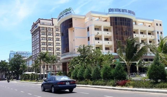 Đang di dời, khách sạn ven biển Quy Nhơn bất ngờ cho cải tạo, sửa chữa - 1