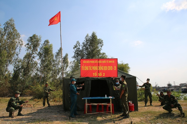 Bộ đội Biên phòng canh đường sông, giữ đường đồng ngăn ngừa dịch Covid-19 - Ảnh minh hoạ 2