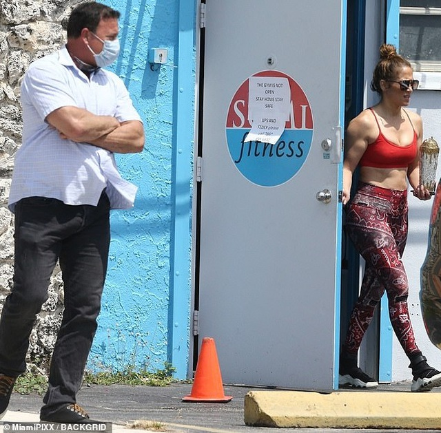 Phòng tập gym đóng cửa, Jennifer Lopez vẫn được vào - 2