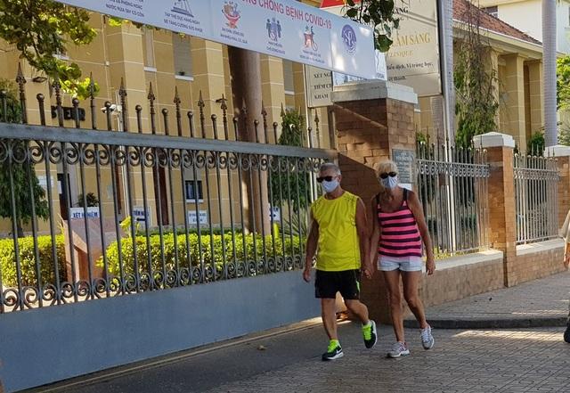 Gần 2.000 phòng khách sạn tại Khánh Hòa dùng cách ly người nước ngoài - 1
