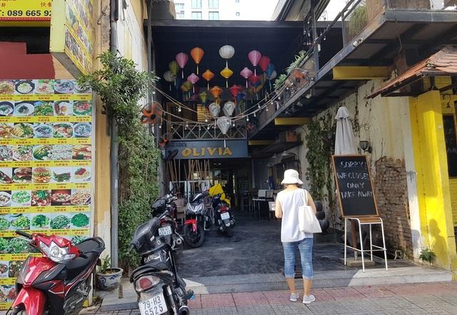 Nha Trang: Du khách đeo khẩu trang khi ra đường, phố Tây vắng vẻ - 8