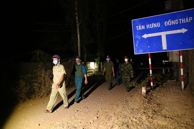 Bộ đội Biên phòng canh đường sông, giữ đường đồng ngăn ngừa dịch Covid-19 - Ảnh minh hoạ 10