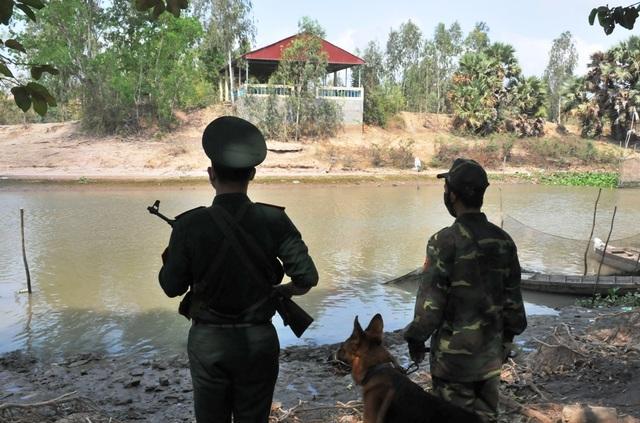 Bộ đội Biên phòng canh đường sông, giữ đường đồng ngăn ngừa dịch Covid-19 - Ảnh minh hoạ 5