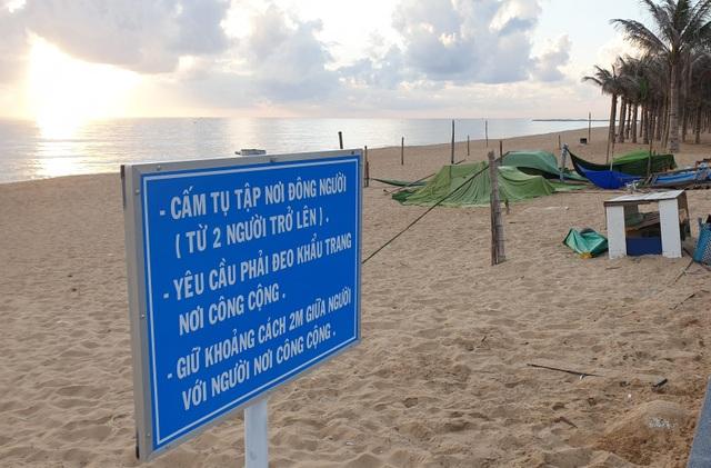 Phú Yên siết chặt quản lý nơi công cộng, bãi biển không một bóng người - 2