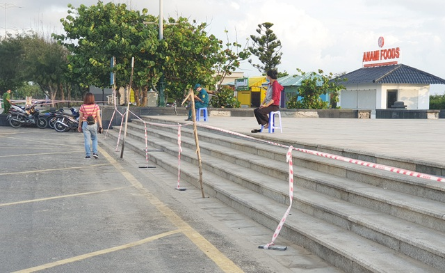 Phú Yên siết chặt quản lý nơi công cộng, bãi biển không một bóng người - 8