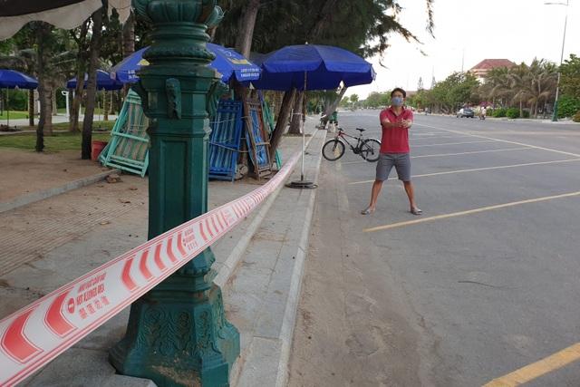 Phú Yên siết chặt quản lý nơi công cộng, bãi biển không một bóng người - 4