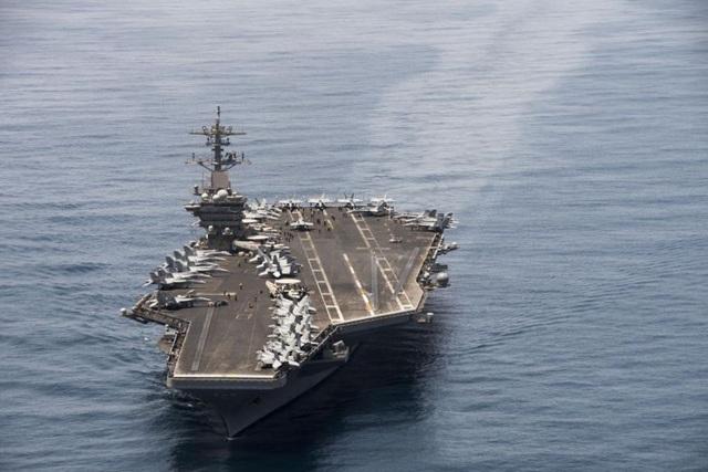 """Mỹ sơ tán hàng nghìn thủy thủ tàu sân bay vì Covid-19 lây """"không kiểm soát"""" - 1"""