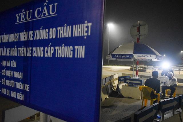 Trắng đêm đo thân nhiệt tại cửa ngõ Phú Thọ tiếp giáp Hà Nội - 8