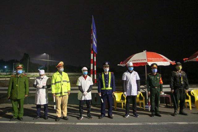 Trắng đêm đo thân nhiệt tại cửa ngõ Phú Thọ tiếp giáp Hà Nội - 2