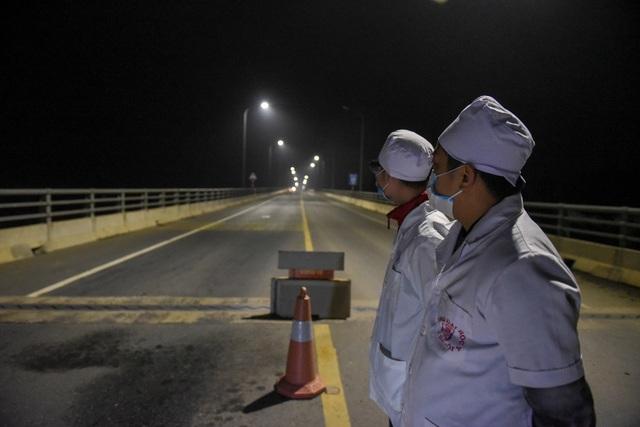 Trắng đêm đo thân nhiệt tại cửa ngõ Phú Thọ tiếp giáp Hà Nội - 11
