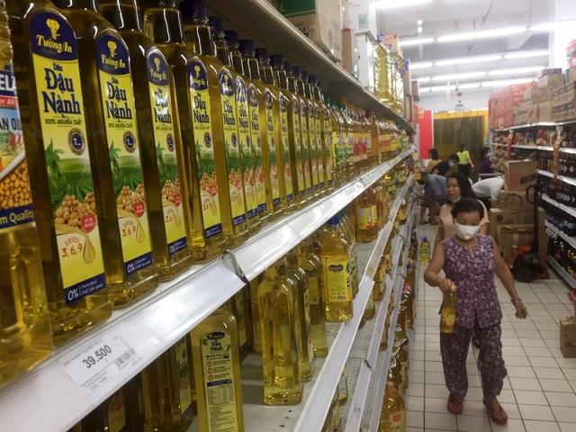 """TPHCM: Chợ và siêu thị vắng người, chợ tạm phải """"giải tán - 4"""