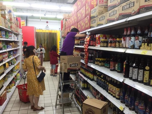 """TPHCM: Chợ và siêu thị vắng người, chợ tạm phải """"giải tán - 8"""