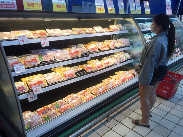 """TPHCM: Chợ và siêu thị vắng người, chợ tạm phải """"giải tán - 6"""