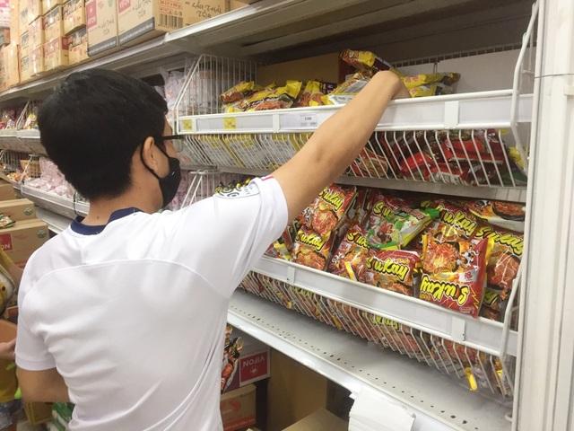 """TPHCM: Chợ và siêu thị vắng người, chợ tạm phải """"giải tán - 9"""