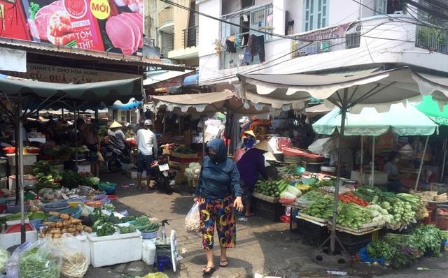 """TPHCM: Chợ và siêu thị vắng người, chợ tạm phải """"giải tán - 12"""