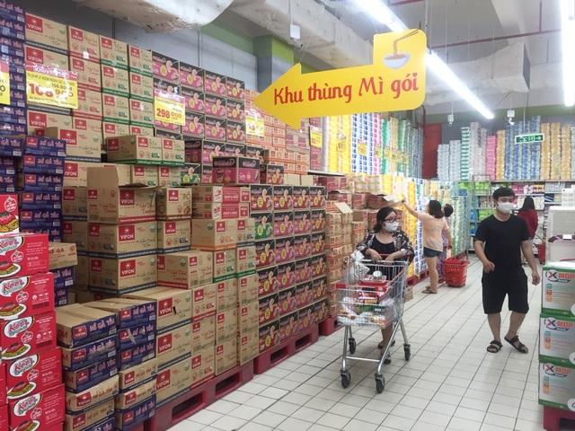 """TPHCM: Chợ và siêu thị vắng người, chợ tạm phải """"giải tán - 1"""