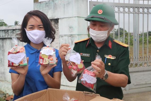 """Tuổi trẻ Nghệ An """"mổ lợn"""", tặng 500 quả trứng cho khu cách ly tập trung - 4"""