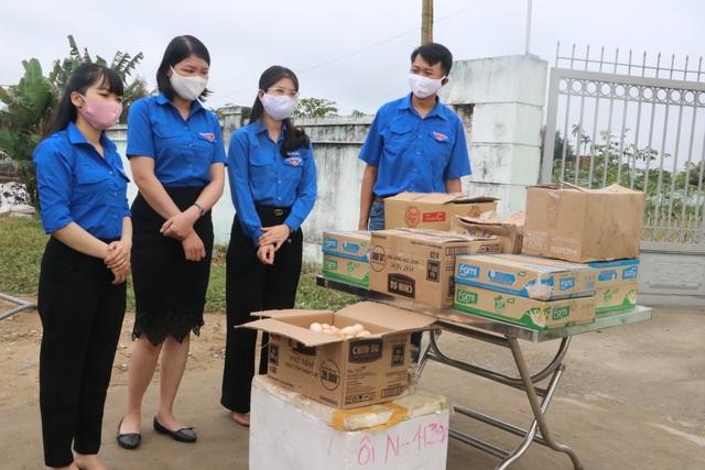 """Tuổi trẻ Nghệ An """"mổ lợn"""", tặng 500 quả trứng cho khu cách ly tập trung - 1"""