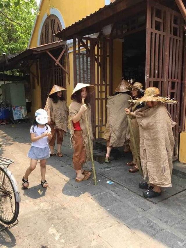 Người nhà ông Phan Văn Anh Vũ tổ chức diễn trò ăn xin tràn phố cổ Hội An - 2