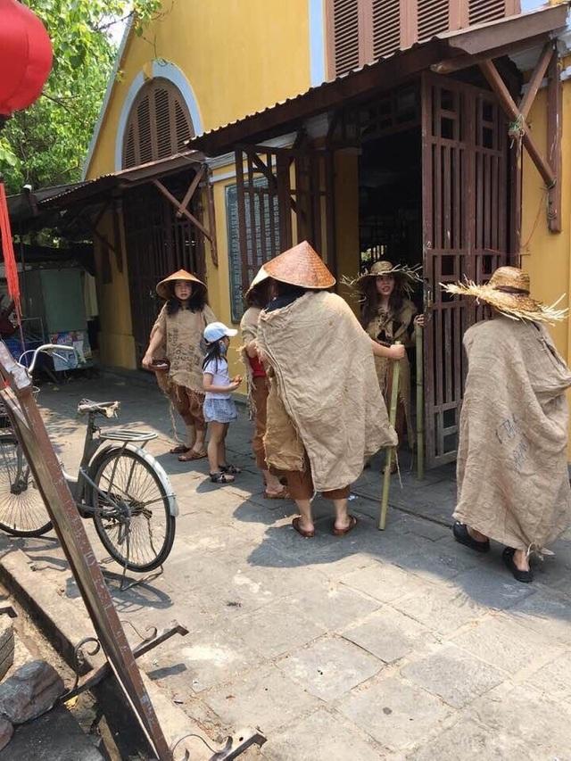 Người nhà ông Phan Văn Anh Vũ tổ chức diễn trò ăn xin tràn phố cổ Hội An - 3
