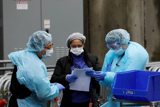Hơn 2.300 người chết, New York chỉ đủ máy thở trong 6 ngày - 1