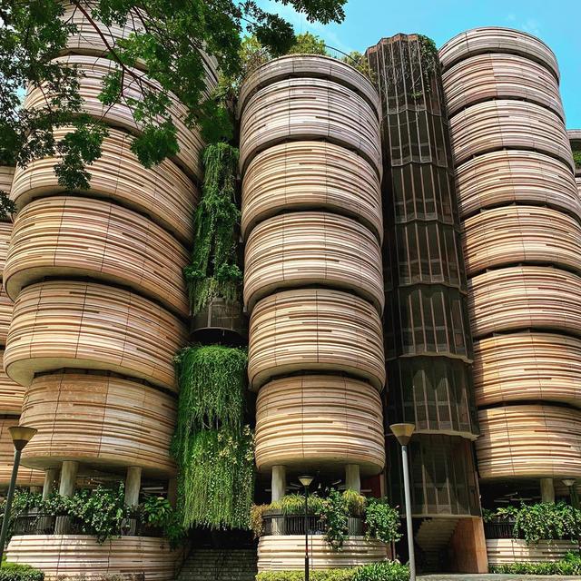 """Tòa nhà vặn xoắn như mê cung và loạt kiến trúc """"độc, lạ"""" bậc nhất Châu Á - 1"""