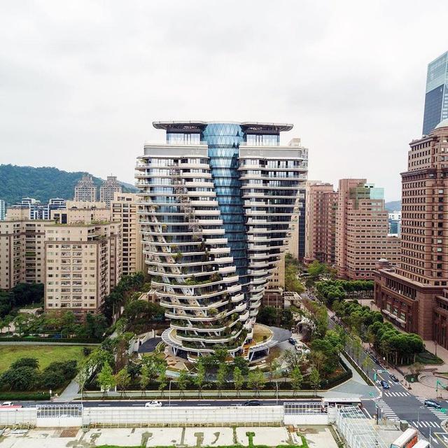 """Tòa nhà vặn xoắn như mê cung và loạt kiến trúc """"độc, lạ"""" bậc nhất Châu Á - 3"""